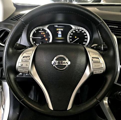 Nissan Frontier LE CD 4x4 2.3. Prata 2017/17 - Foto 9