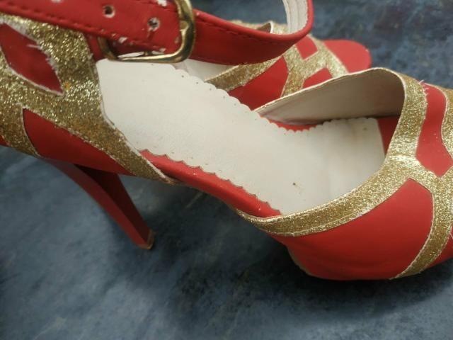 Sandálias de Salto usadas ( 25 reais cada par) - Foto 4