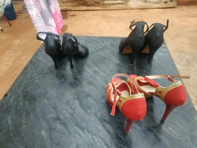 Sandálias de Salto usadas ( 25 reais cada par) - Foto 2