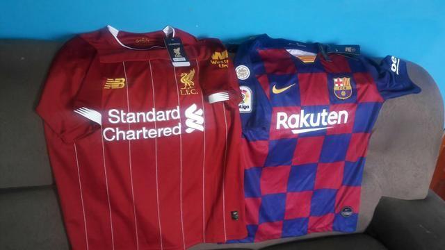 Camisa do liverpool e do Barcelona