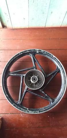 Vendo essa roda trazeira da suzuki aro 18 - Foto 2