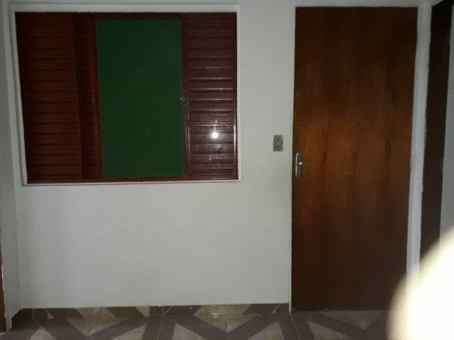 Casa 3 cômodos Jd Tarumã. Incluso água, luz, IPTU e garagem pra 2 carros pequenos. - Foto 5
