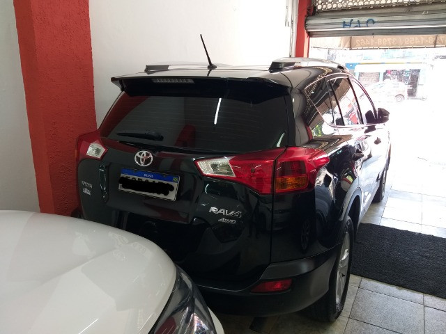 Toyota RAV4 Top 4X4 GNV troco e financio aceito carro ou moto  - Foto 8