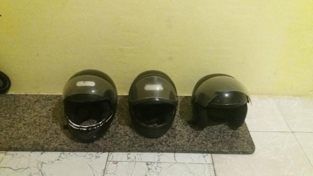 Vendo três capacetes estão ótimo