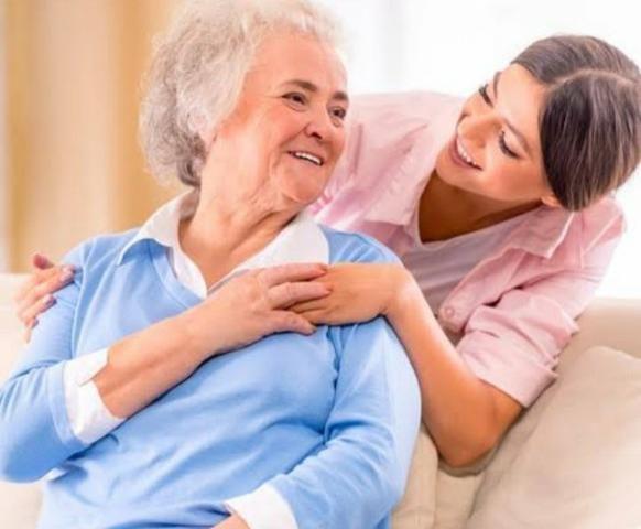 Cuidadora de idosos - Enfermeira