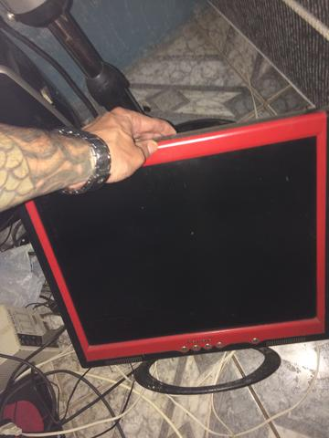 Monitor de LCD 19 com a tela chuviscando
