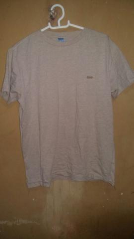 Calça de moletom cea usada apenas 2 vezes por 30,00 blusa P 10,00 - Foto 3