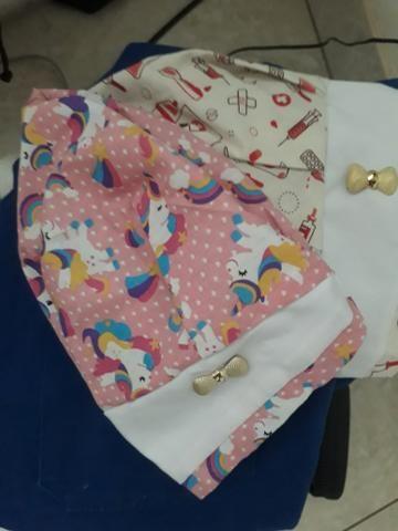 Vendo jaleco novo bordado,roupa azul do centro cirúrgico e duas louças personalizadas - Foto 3