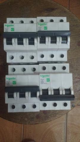 Vendo 3 disjuntores tripolar 25 A e 2 tripolar de 50A - Foto 2