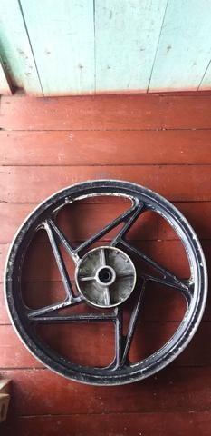 Vendo essa roda trazeira da suzuki aro 18