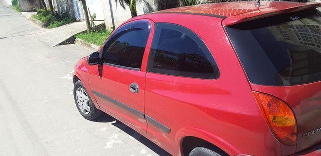 Vendo celta 2005 vermelho 2 portas basico.telefone *. - Foto 2