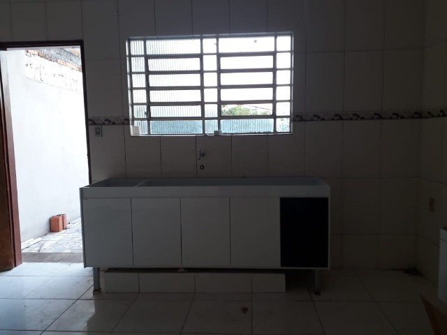 Casa 3 cômodos Jd Tarumã. Incluso água, luz, IPTU e garagem pra 2 carros pequenos. - Foto 8