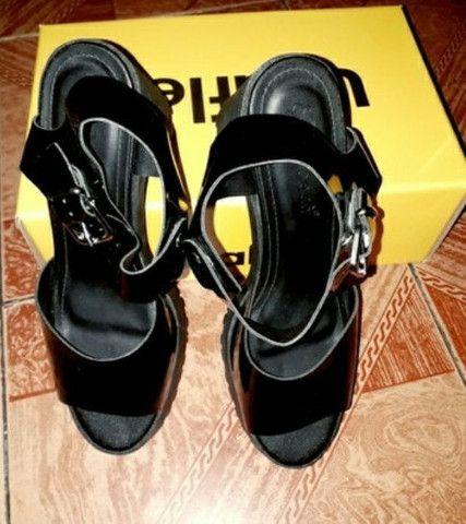 Sandália preta usaflex, tamanho 35/36.