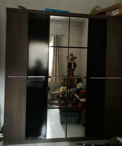 Guarda roupa usado lindo com espelho