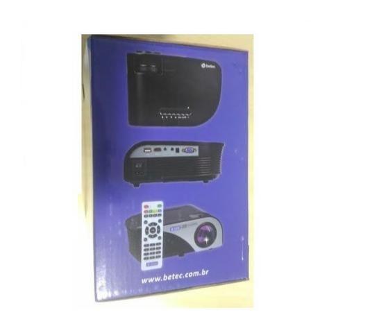 Mini Projetor Led - 1600 Lumen - BT830 - Sem uso e ainda na caixa - Foto 2