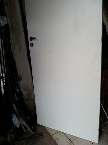 Porta de MDF c/ caixilho - Foto 2