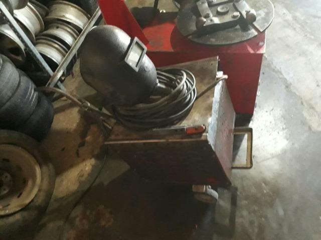 Maquina de solda 300 Ah marca o soldador - antiga em perfeito estado de funcionamento