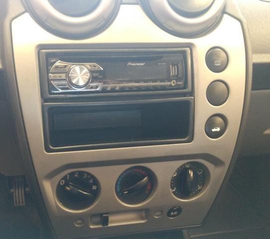 Fiesta sedan 1.0.$18.800 - Foto 3