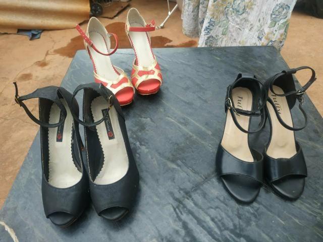Sandálias de Salto usadas ( 25 reais cada par)
