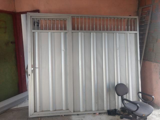 Vende-se este portão de alumínio