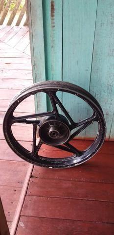 Vendo essa roda trazeira da suzuki aro 18 - Foto 3