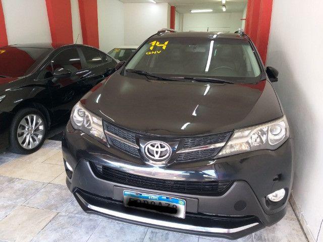 Toyota RAV4 Top 4X4 GNV troco e financio aceito carro ou moto  - Foto 9