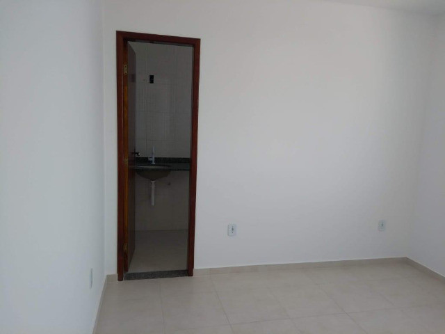 Apartamento à Venda com 2 quartos,sendo 1 suíte, 1 vaga e 72m² por R$ 210.000 - Foto 11