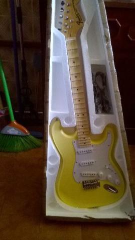 Guitarra Fender Yngwie Malmsteen Escalopada