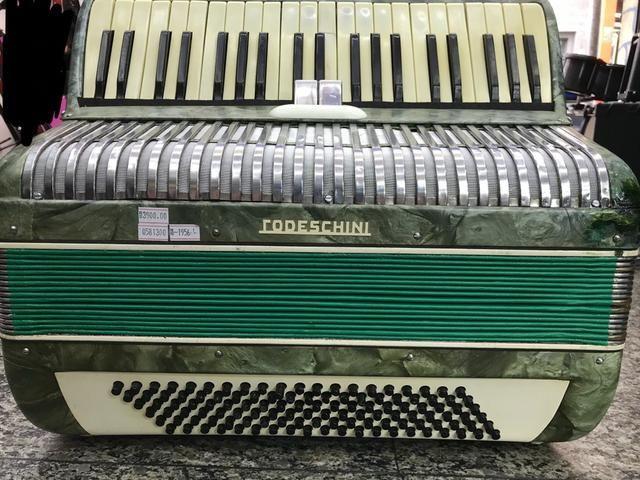 Acordeon / sanfona todeschini 120 baixos dente de coelho - Foto 2