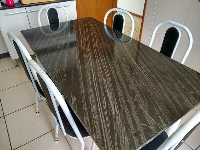Mesa com tampo de mármore - Foto 2