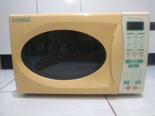 Microondas Consul Facilite compacto CMS25AB - 18l USADO