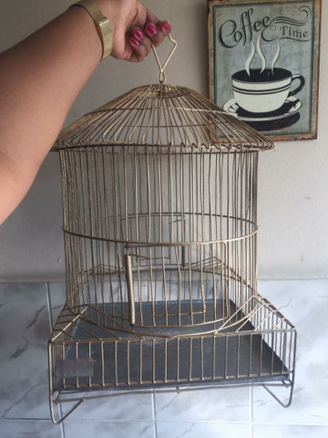 Gaiola de ferro para pássaro