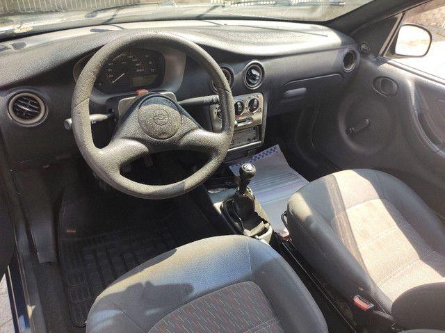 GM  Celta 1.0 VHC (  ano 2003 ).apenas  112.000 km  com  Direção Hidráulica e alarme   - Foto 7
