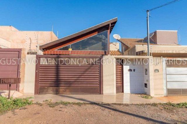 Casa rica em planejados com 3 quartos no Rita Vieira!