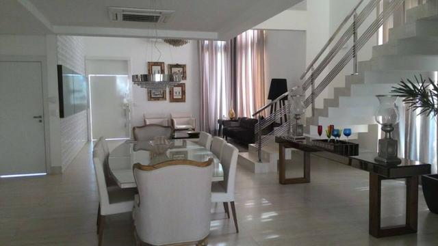 Sobrado 3 Suítes c/ closet, 354 m² c/ armários no Condomínio Aldeia do Sol