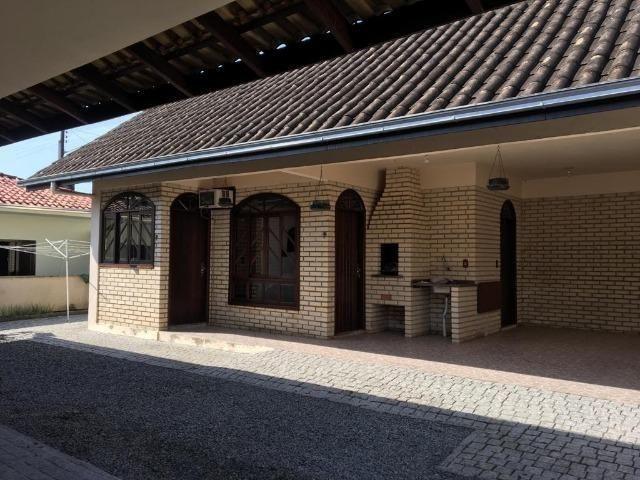 Linda casa no bairro iririú | 01 suíte + 02 dormitórios | averbada - Foto 4