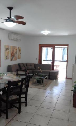 Apartamento confortável enorme e bem localizado- aluguel de temporada! Cel com Whats