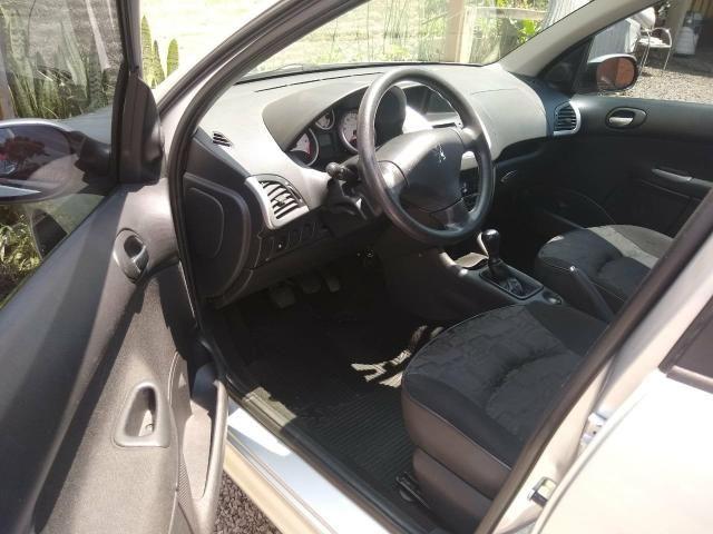 Peugeot 207 Ano 2011 - Foto 7