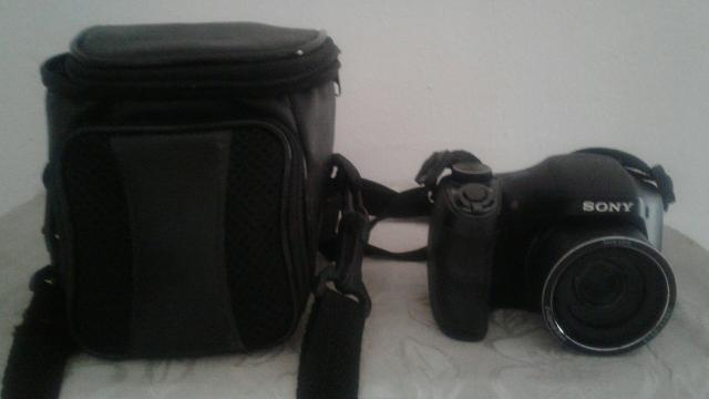 Vendo câmera digital semi proficional sony