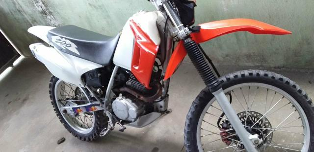 Vendo moto xr 200