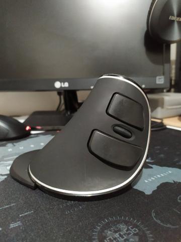 Mouse Sem Fio Vertical Ergonômico Delux M618+