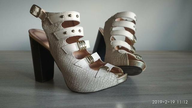 ffe86a19b Calçados femininos diversos sapatilhas tênis botas sapatos de salto  scarpins etc