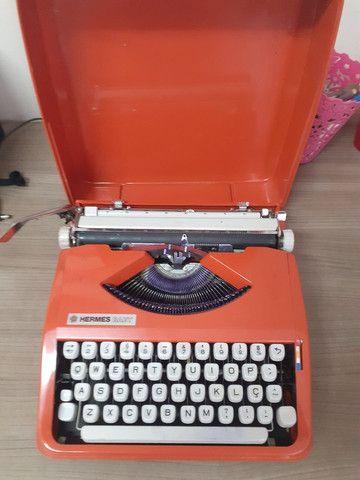 Máquina de escrever Hermes baby