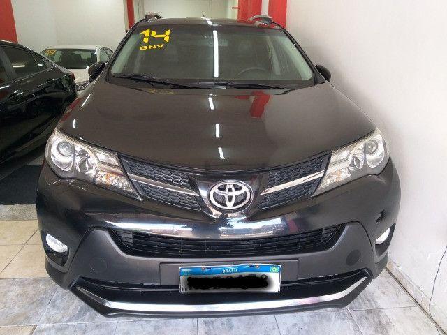 Toyota RAV4 Top 4X4 GNV troco e financio aceito carro ou moto  - Foto 7