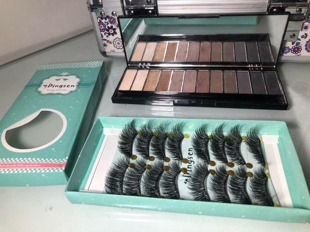 Kit maquiadora - maleta grande, cílios e paleta de sombras Make B - Boticario  - Foto 2