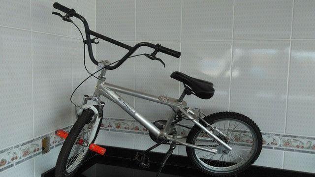 Vendo bicicleta aro 20 - Aluminio - Foto 2