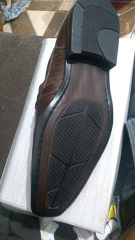 Sapato pegada Couro Tam 42