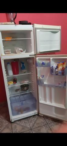 Vendo essa geladeira - Foto 2