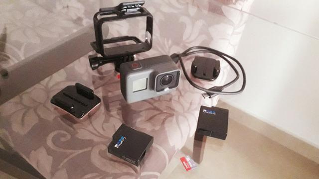 Câmera Gopro Hero5 Black 4k + Cartão Sd 64gb + Bateria Extra - Foto 2
