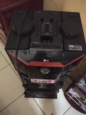 Vendo esse lindo som LG 1000 W de potência e ainda todo platificado do jeito que vei - Foto 2
